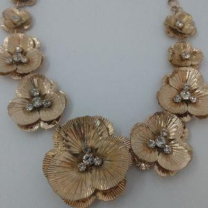 Natasha gold metal necklace